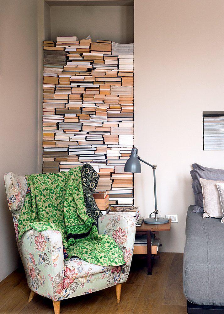 Un coin lecture dans un escalier Espaces de vie, Arbre de vie et Salon - Meuble Bibliotheque Maison Du Monde