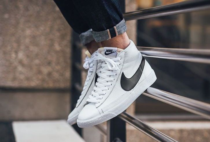 métrico reacción surco  This Is What The White And Black Nike Blazer Mid OG Looks Like On-Feet •  KicksOnFire.com | Sneakers men fashion, Nike blazer, Nike blazer black