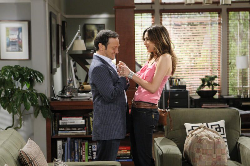 Rob Schneider has his own sitcom now... Find out what our Star2 reviewer thinks of it! http://bit.ly/IaBSOP