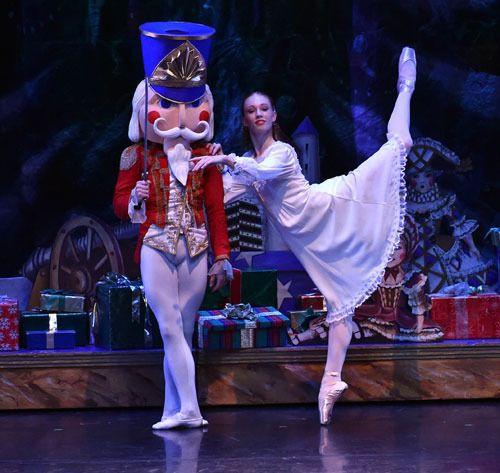 The Nutcracker Theatre Review This Nutcracker Brings Traditional Christmas Joy To Orange County Splash Magazi Nutcracker Costumes Nutcracker Ballet Shows