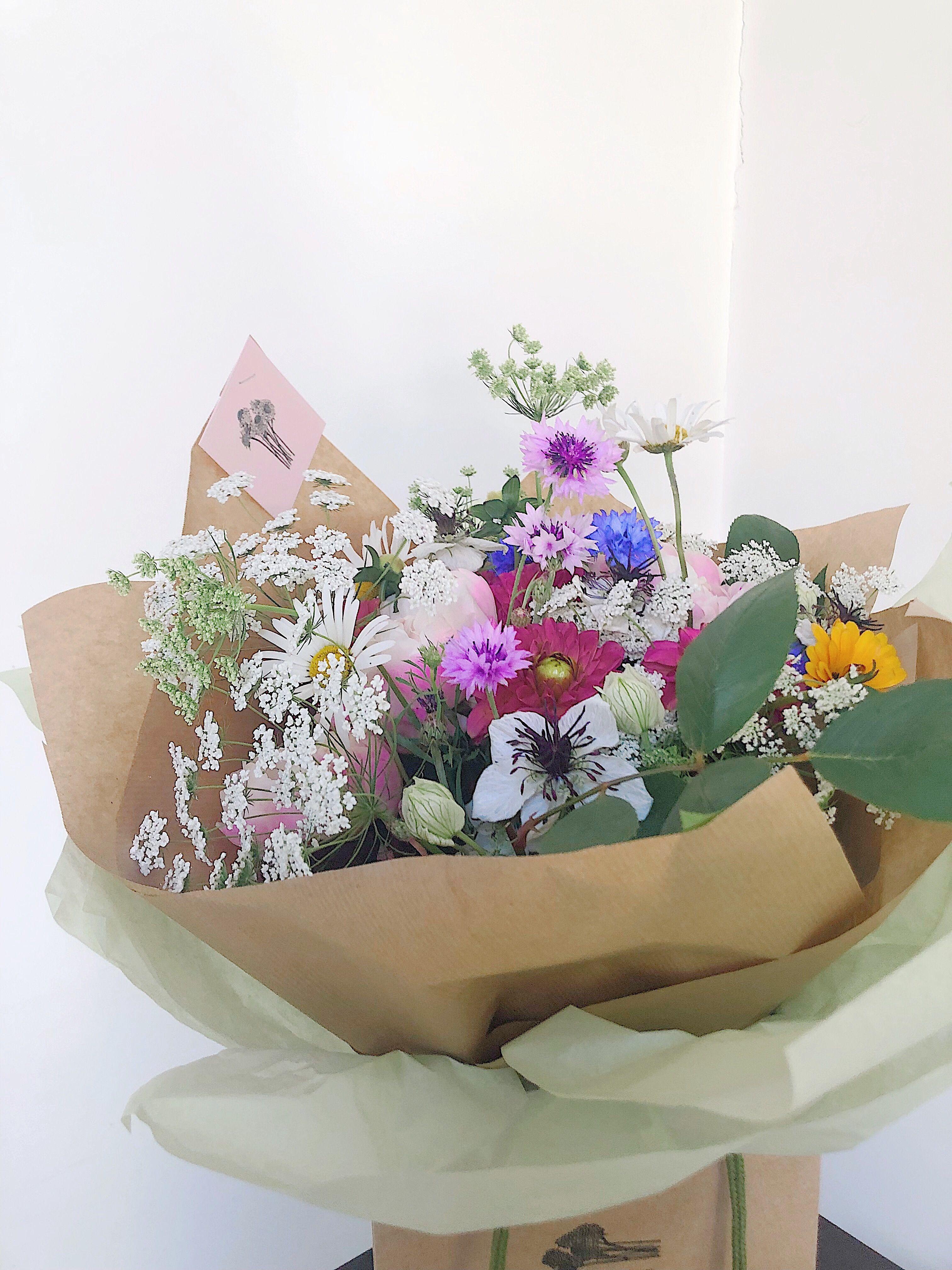 Handtied flower bouquet in 2020 Flowers bouquet, Flower