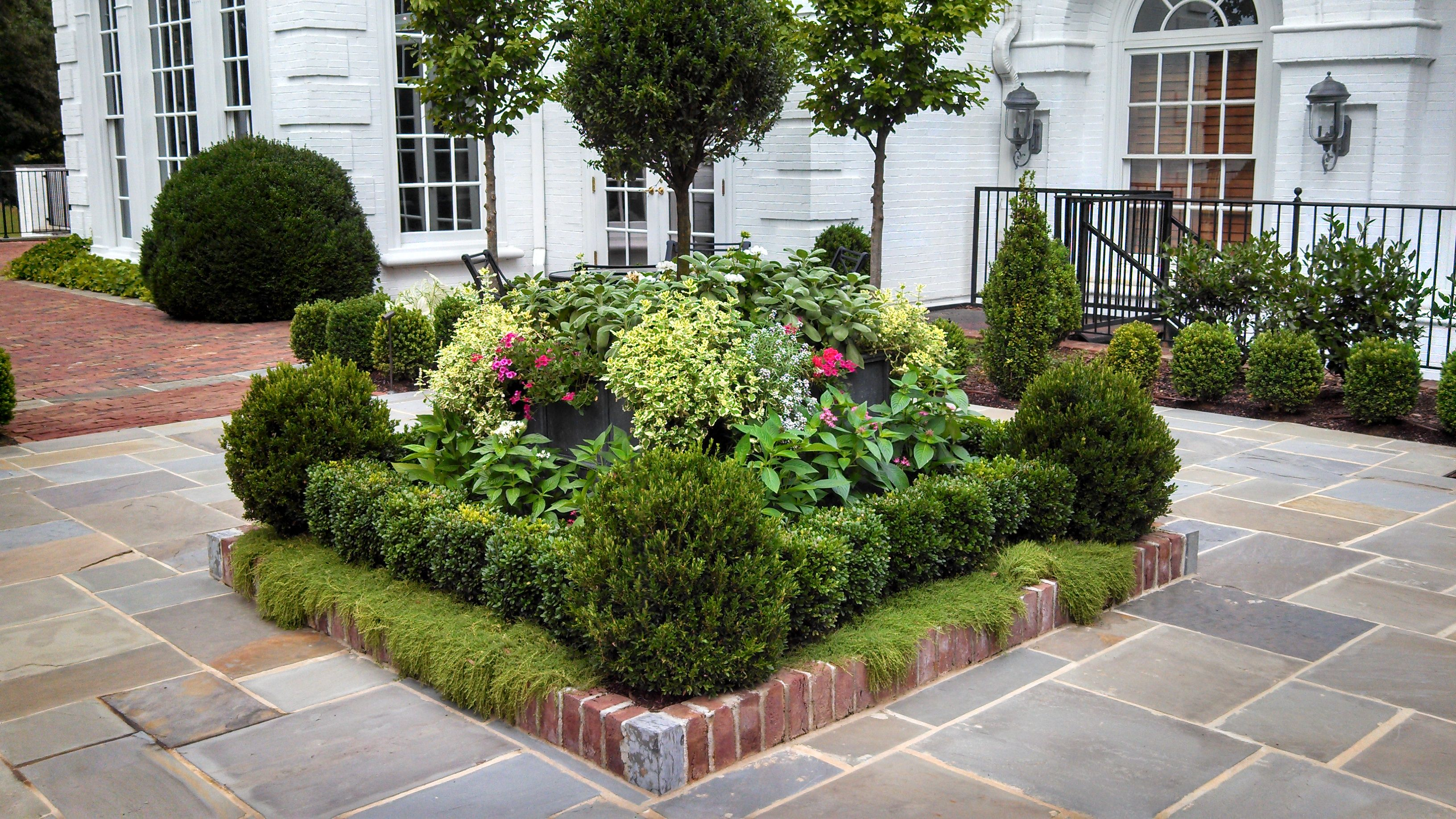 Square flower bed ideas landscape designs pineville for Small garden lawn designs