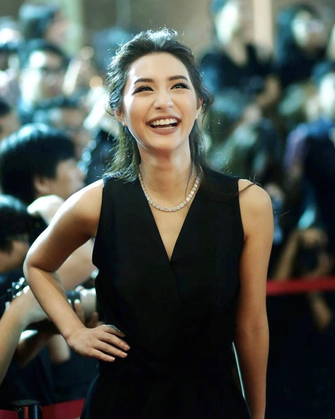 Black dress comments - 471 Likes 9 Comments E M O R Y Jajawinwin On Instagram