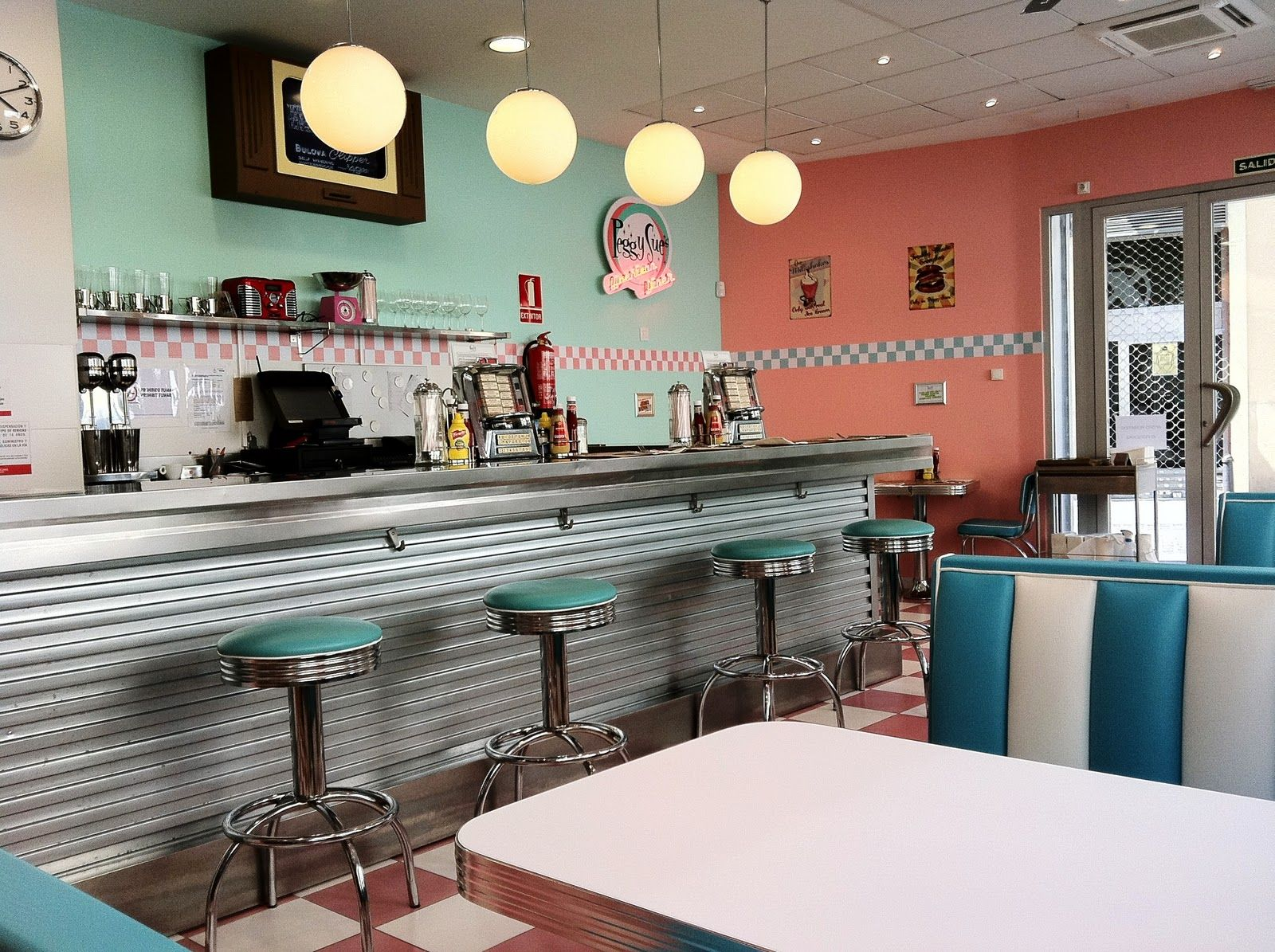 1950s decor 1950 39 s style american diner in valencia spain l ve the 50 39 s pinterest 1950s. Black Bedroom Furniture Sets. Home Design Ideas