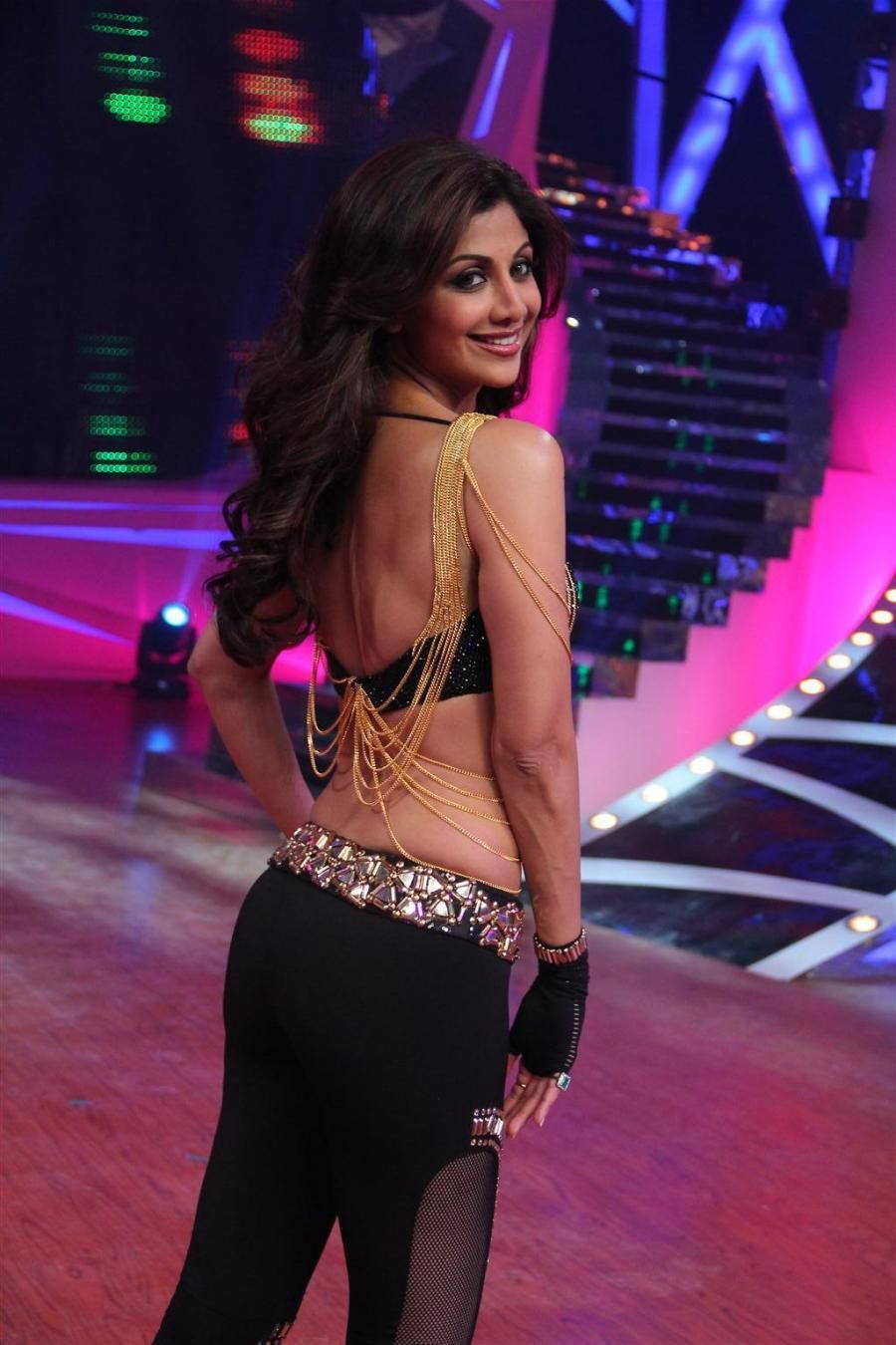 Shilpa Shetty Hot And Sexy Yoga Pics Collection With Very Seducing Erotic Boobs Navel And Booty Show With Oops Moment And Bikni Pics Shil