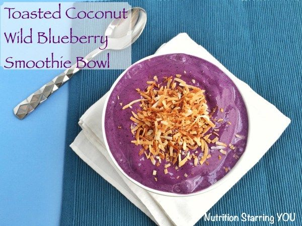 Power up your breakfast with 27 grams of protein in this gluten free, nutrient packed Toasted Coconut Wild Blueberry smoothie bowl via @LaurenPincusRD #ad