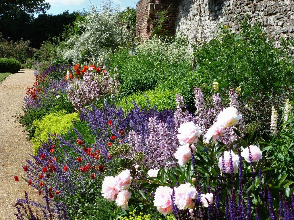 English Rose Garden Wallpaper English Rose Garden 400 x 300