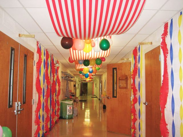 Dancing commas vbs everywhere fun fair decorations in for Balloon and streamer decoration ideas
