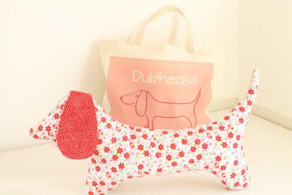 Cuscino cane di salsiccia con sacchetto di TinyKooka su Etsy, €29.00
