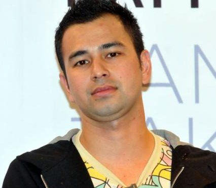 Potong Rambut Raffi Ahmad