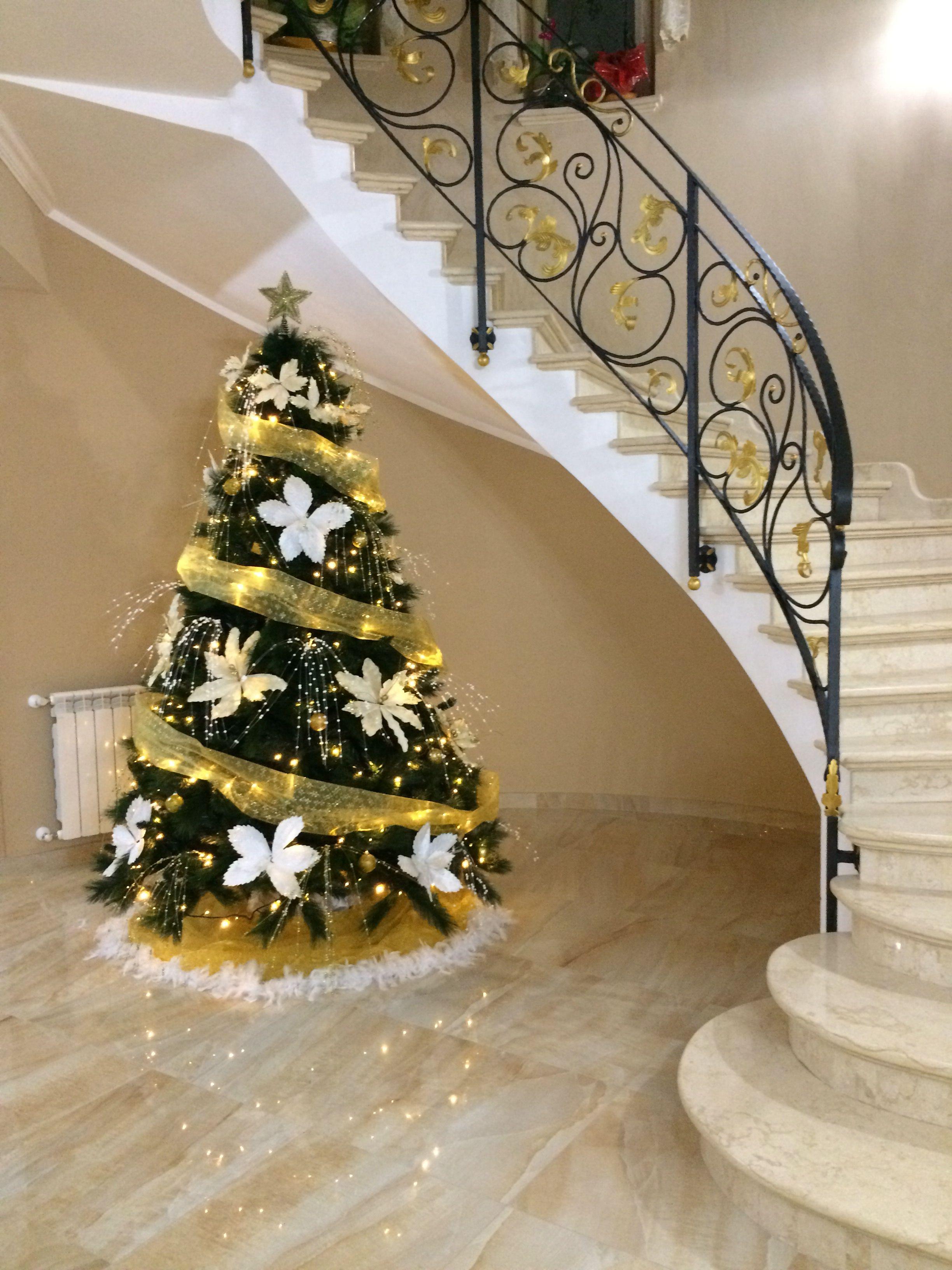 Albero Di Natale Bianco E Oro.Albero Di Natale 2018 Alberi Di Natale Albero Di Natale Bianco Natale