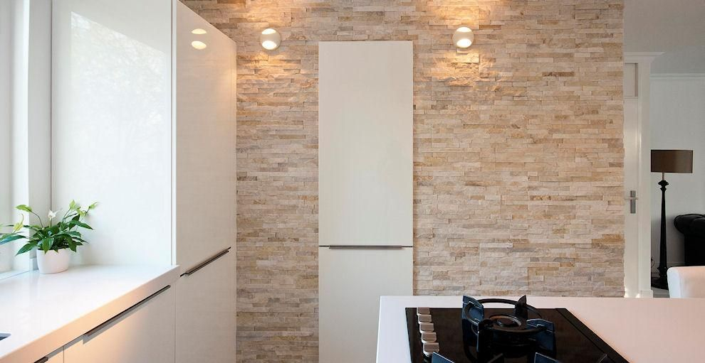 Keuken Interieur Scandinavisch : Barroco natuursteenstrips glamour gold wand in keuken mooi in