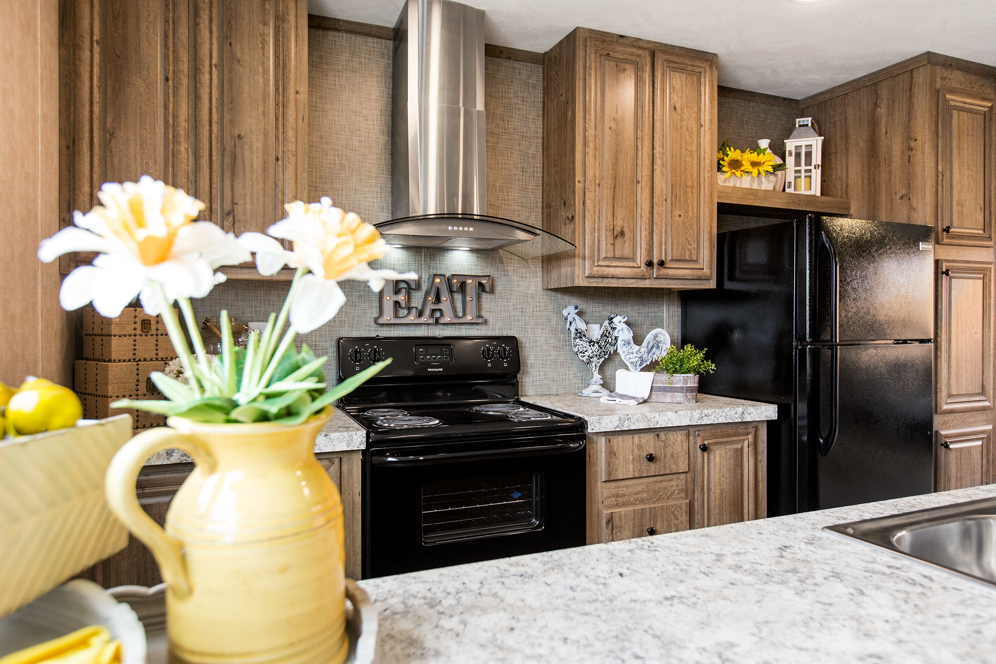 Pin By Oakwood Homes On Breeze Ii Black Appliances Kitchen Home Kitchens Black Kitchens