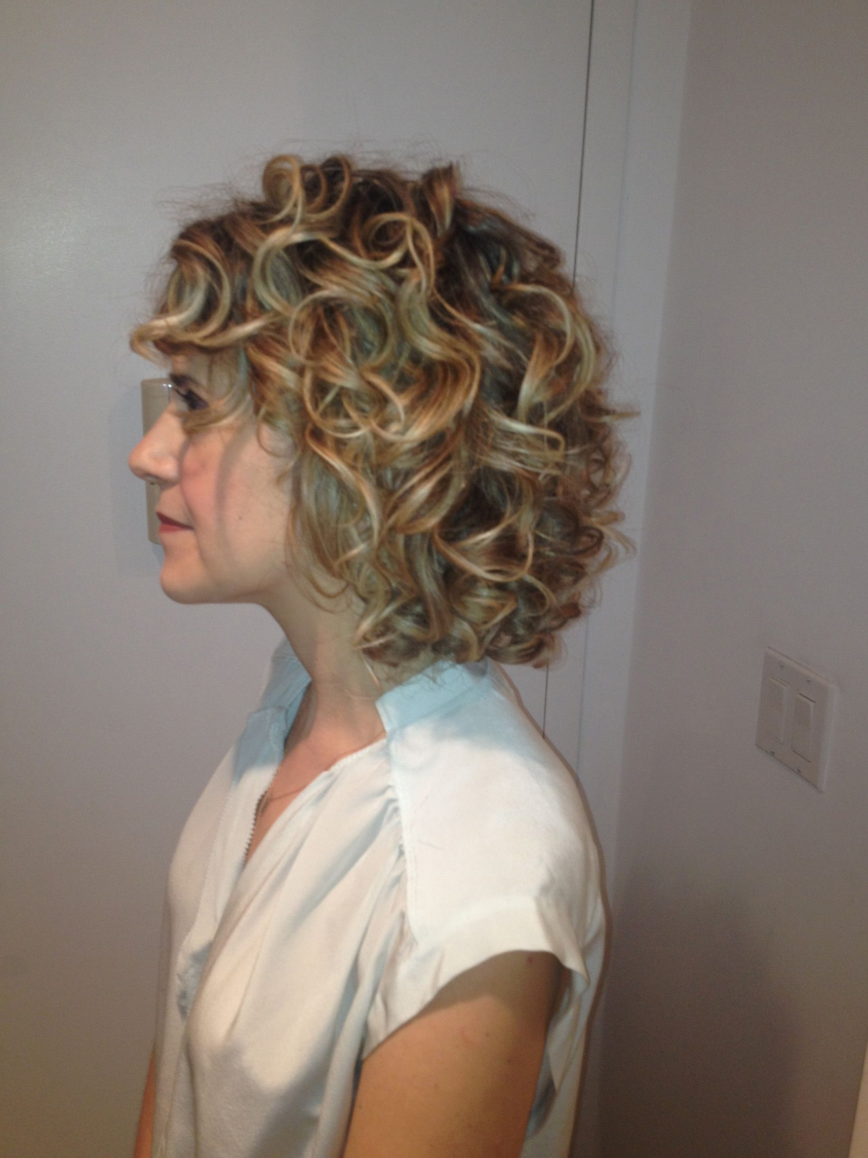 bob-length curly wedding hairstyle by jackie schneider | brides