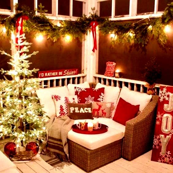 40 Fabulous Christmas Patio Decor Ideas in 2020   Christmas house