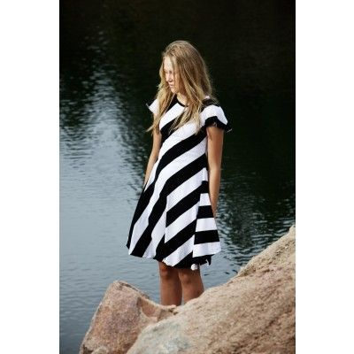 Lastenvaatteet - Metsola High Summer: Aikuisten Sloping dress, mustavalkoinen (XS-XL) - Metsola - Lasten Metsola Oy verkkokauppa - Lasten vaatteet
