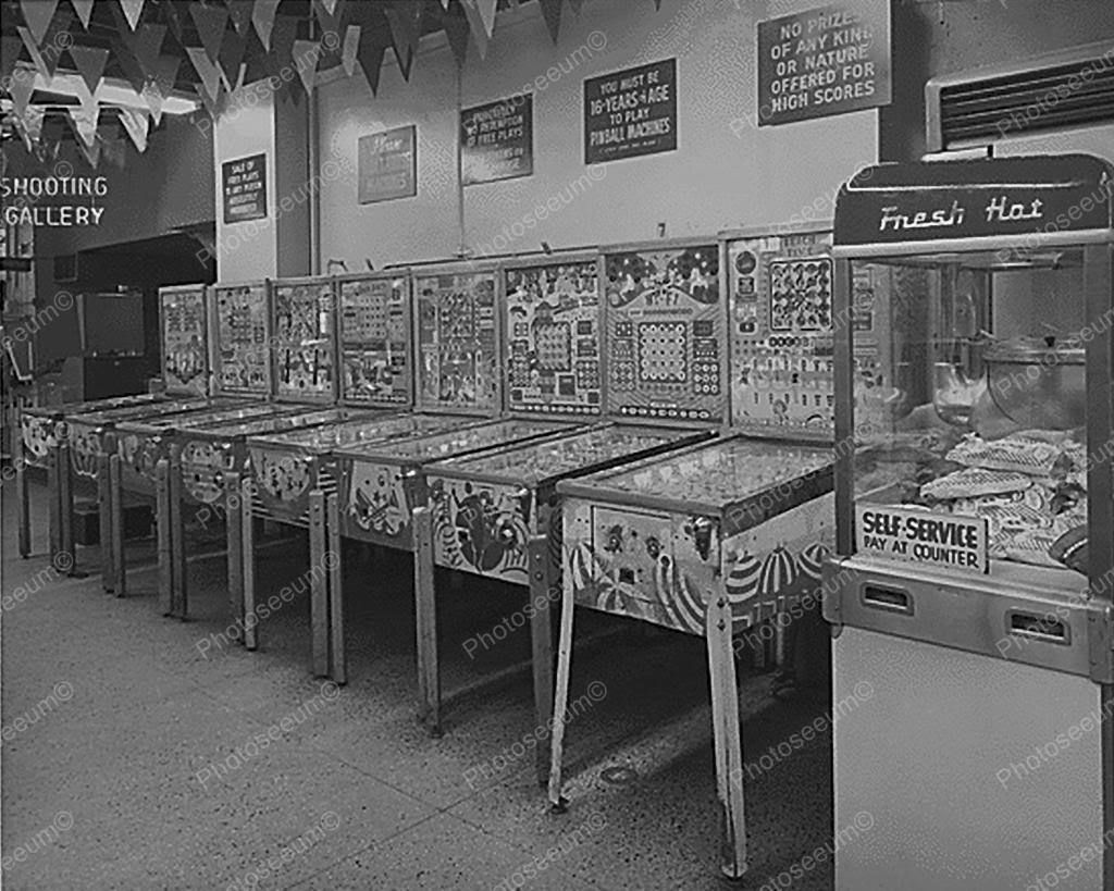 Row Of Bingo Pinball Machines In Arcade 8x10 Reprint Of Old Photo