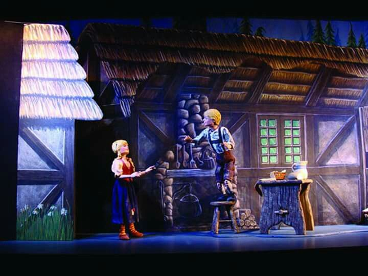 Hansel & Gretel by the National Marionette Theatre