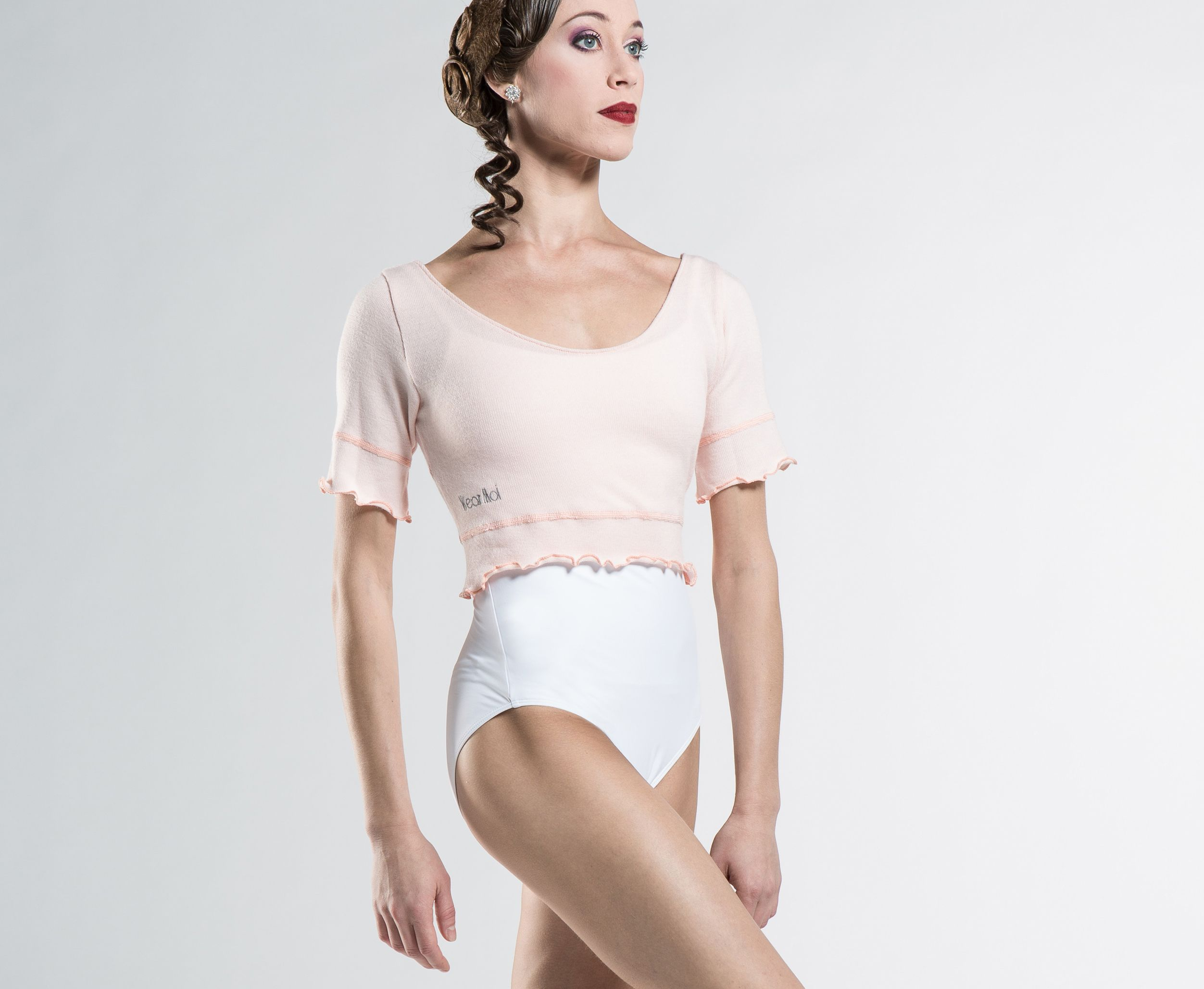 NAYA - Short sleeve crop top sweater. http://www.wearmoi.com/store/item/278-naya