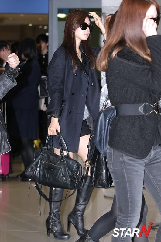 yuri snsd lax airport 121111 yul oppa gg in vest. Black Bedroom Furniture Sets. Home Design Ideas