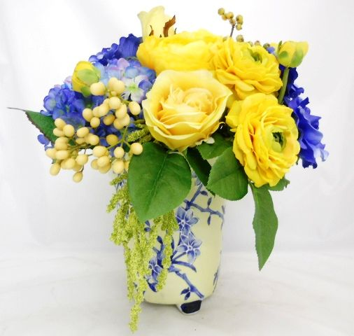 Amy S Place Poetry And Potpourri July August And September 2015 Yellow Flower Arrangements Flower Arrangements Blue Flowers Garden