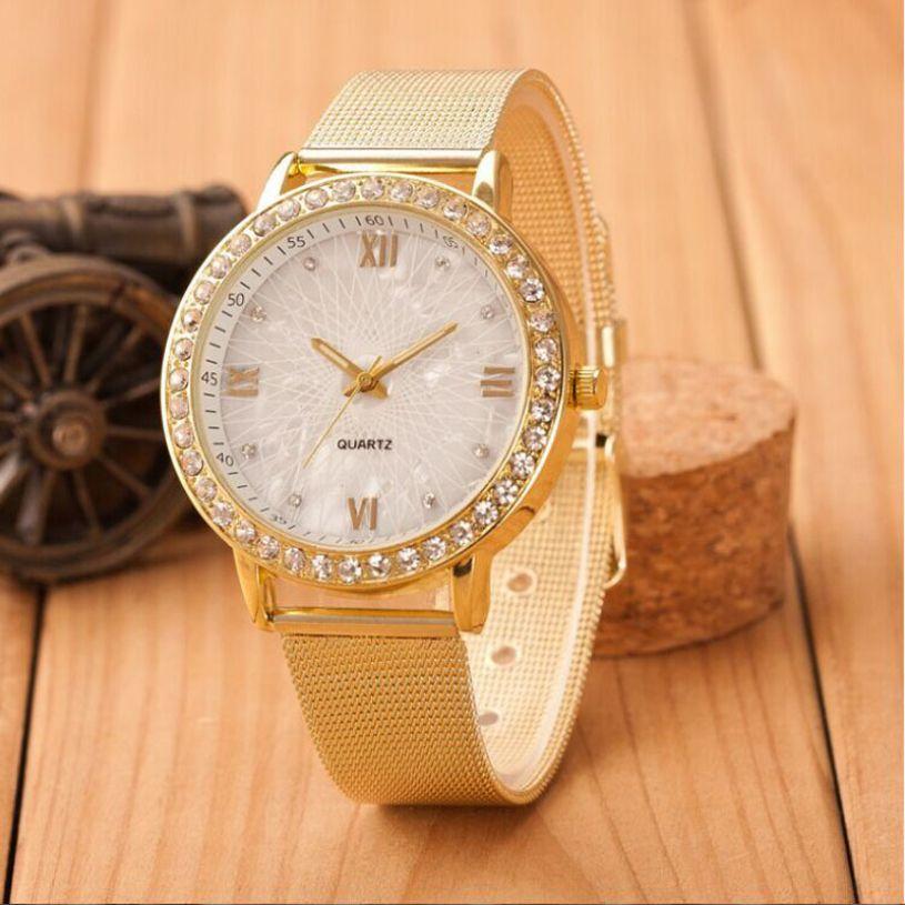 b3f93cd89e3 Encontrar Más Relojes moda Información acerca de Nueva marca de Relojes de  Pulsera para Mujeres de Las Señoras de Crystal Números Romanos de Oro de  Malla ...