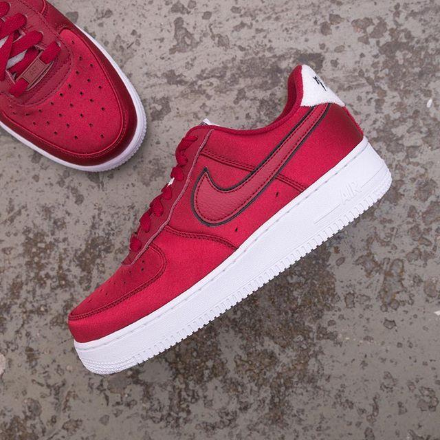the best attitude ad51c 15445 Nike Wmns Air Force 1 - AA0287-602 •• En röd AF1 i satin, riktigt fin! 💕  airforce1,footish,Nike,Sneakers,sweden,uppsala,www.footish.se