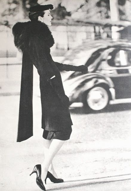 Balenciaga, Vogue UK September 1955, photo Henry Clarke