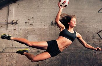 Espn The Body Issue The Hottest Shots Of Hope Solo Star Of This Year S Issue Hope Solo Annie Leibovitz Photography Female Athletes