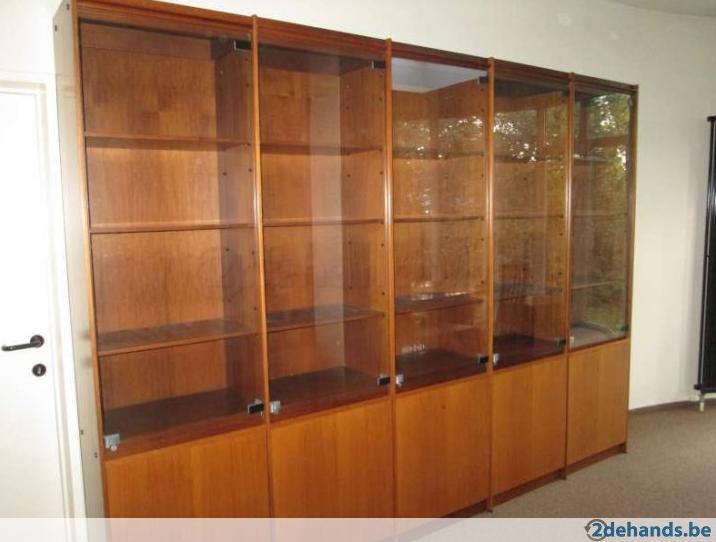 Kast Voor Glazen : Kast met glazen deuren