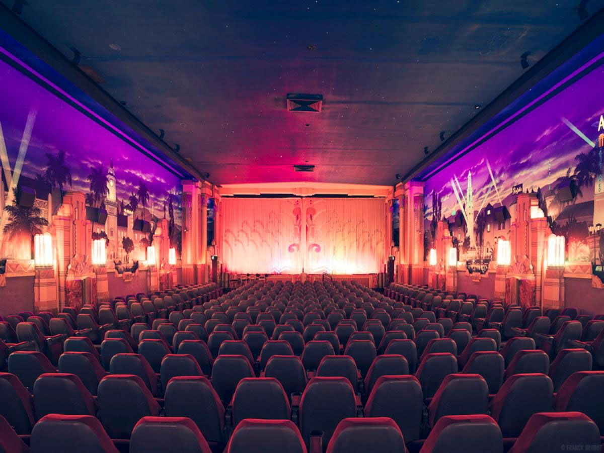 16 Ad Cinemas Interior The Crest Westwood 16 1 Movie Theater Cinema Architecture