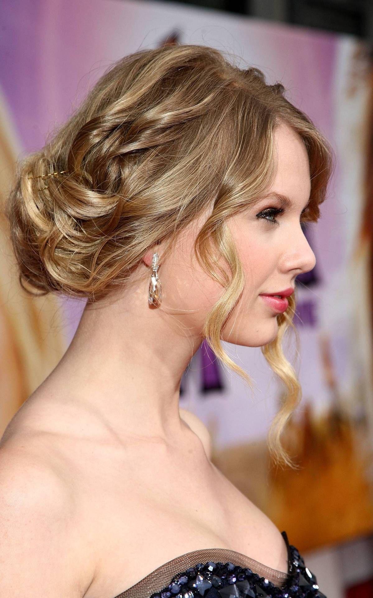 Taylor Swift Loose Bun Updo Sooooo gotta do this hairstyle