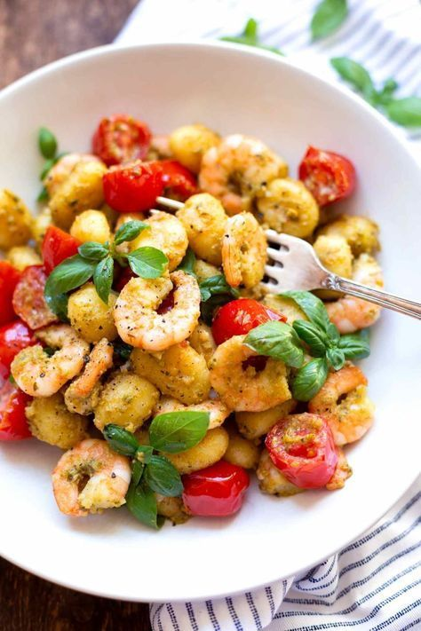 Photo of Gnocchi with pesto scampi (20 minutes!) – carousel