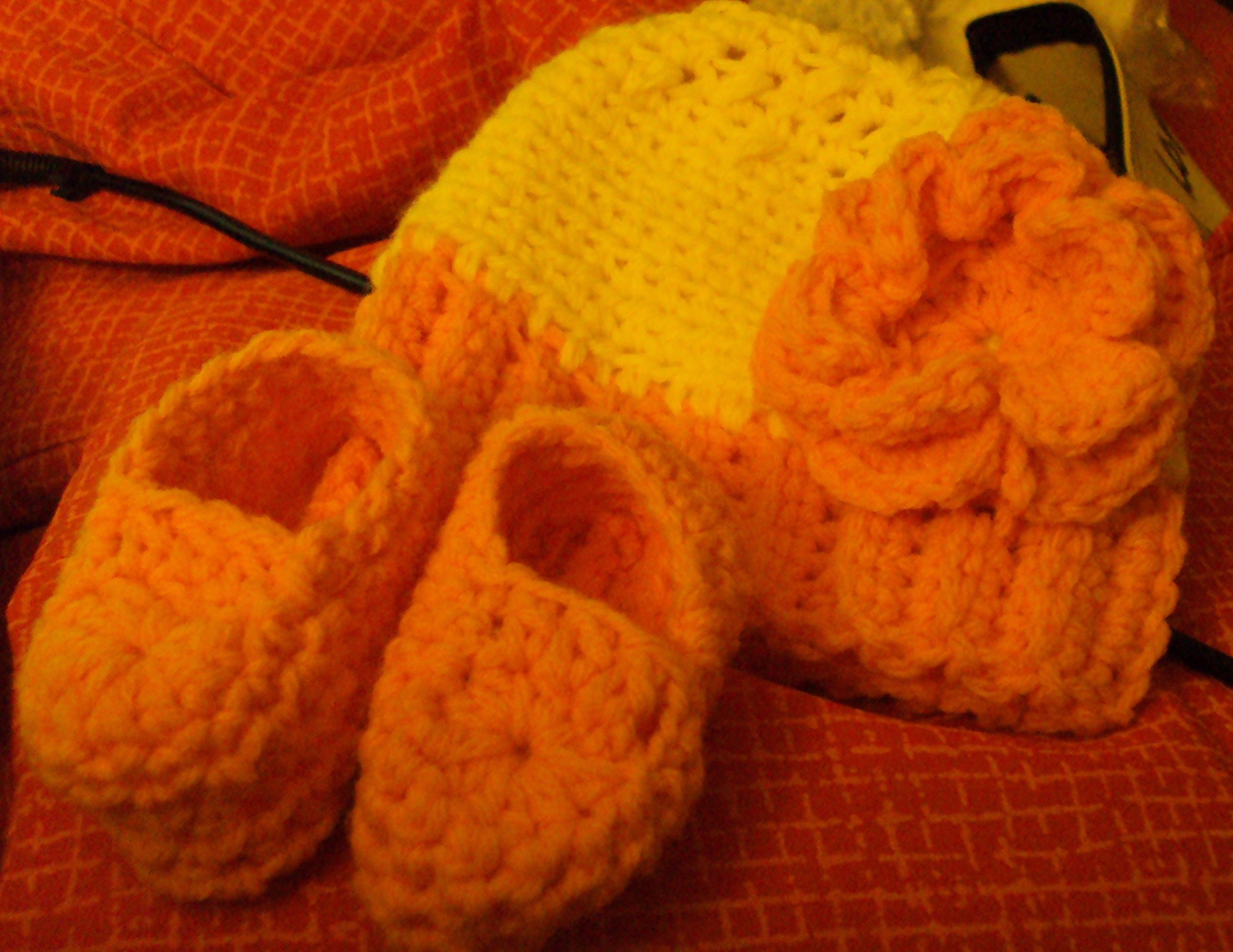 Crochet baby hat & booties