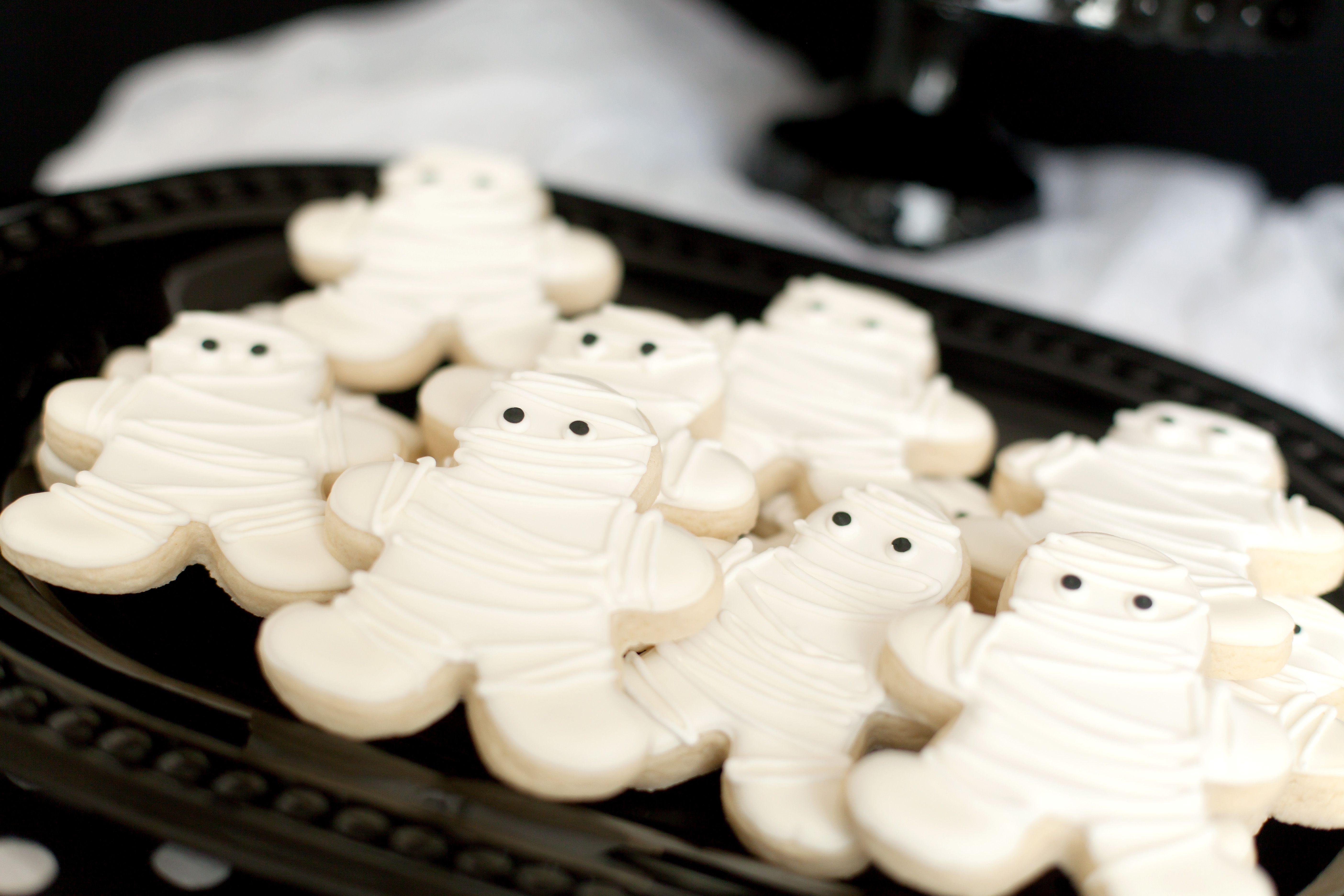 Halloween Mummy iced sugar cookies. mummy mummycookies