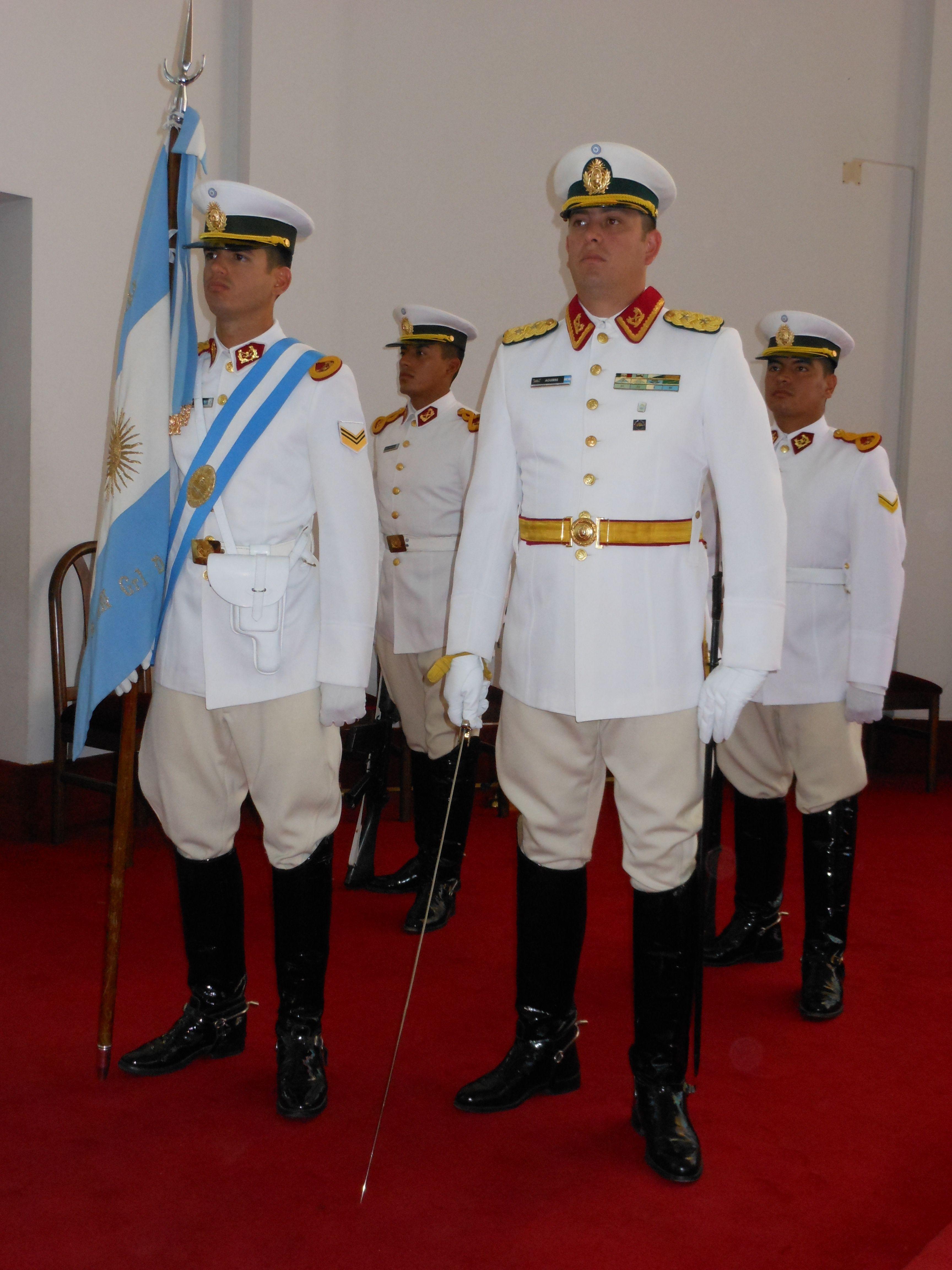 Uniforme de gala verano de cadetes y oficiales de la Escuela de Oficiales  de la Gendarmeria Nacional Argentina   Argentine National Gendarmerie  Officers  ... 4d9782d97f4