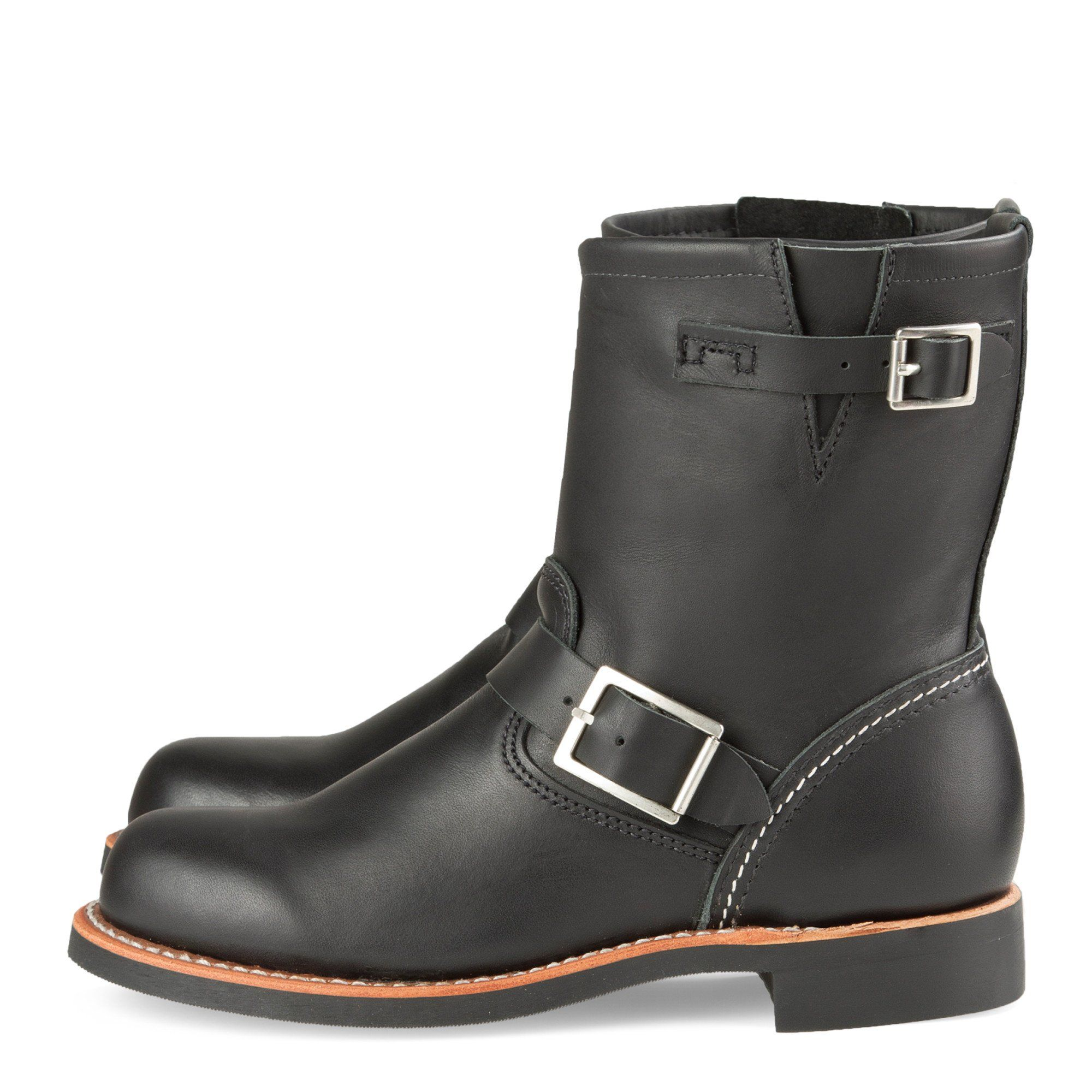 The dark Red Wing Short Engineer 3354 in the Ebony Harness