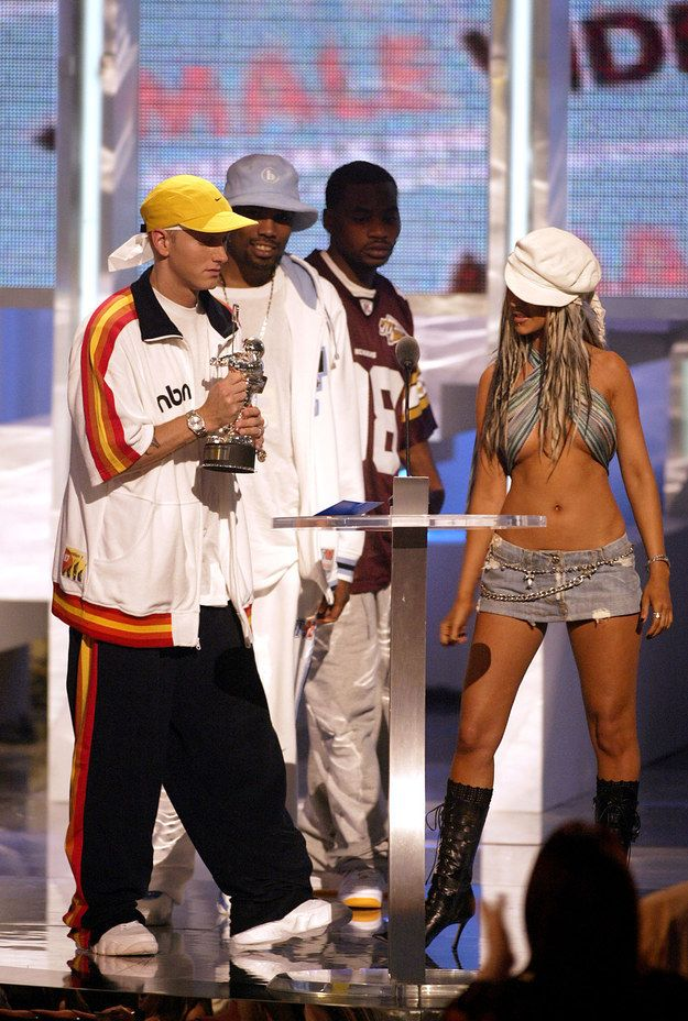 """Eminem and """"Dirrty"""" Christina being awkward.   60 Pictures That Perfectly Capture The 2000s"""