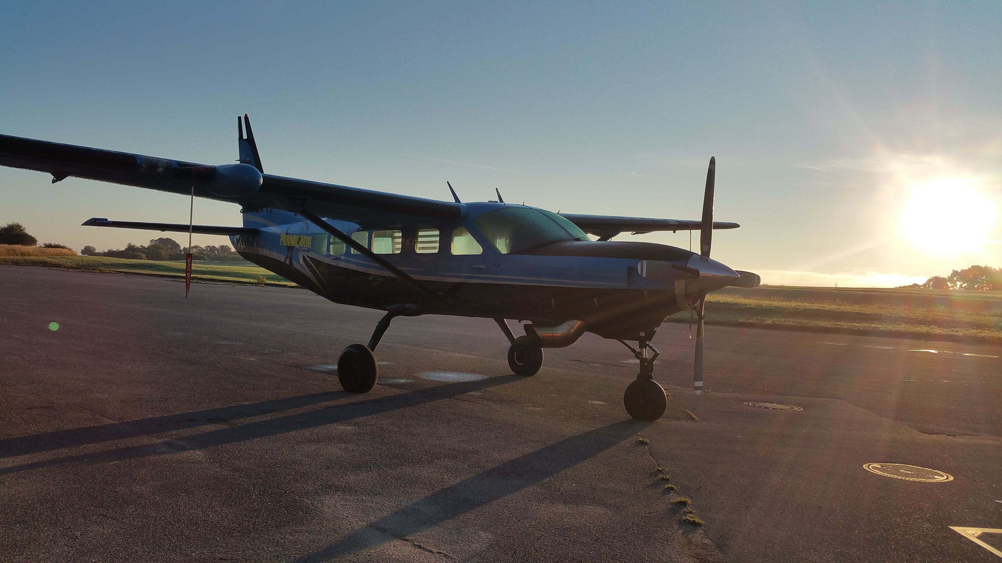 Airplane for skydiver Cessna Caravan Tandem Skydive