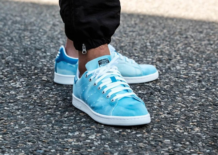 the latest d36be 54032 Pharrell Williams x Adidas Stan Smith HU Holi Blue (dégradé bleu) (2018)