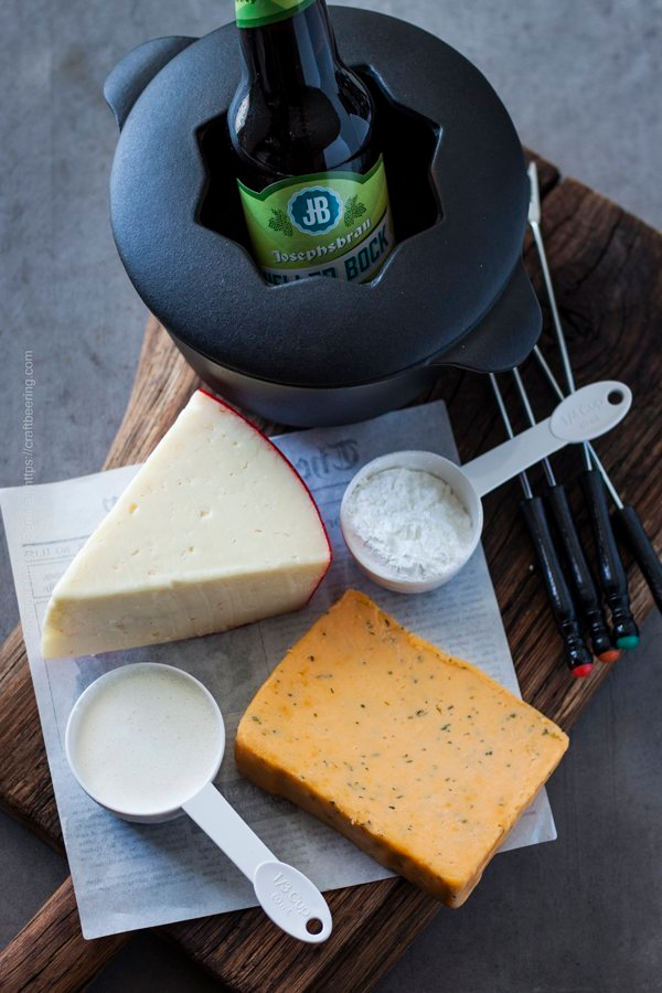 Beer Cheese Fondue Recipe (Delicious & Easy #fonduerecipes