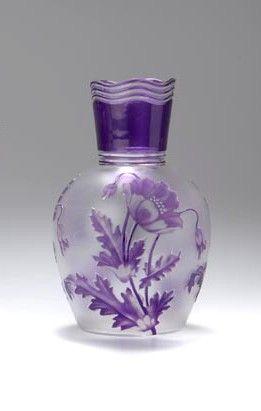 Val St Lambert - Vase Pavots - Camille Renard 1897-1905. Cristal clair soufflé, doublé mauve, gravé à l'acide et achevé à la roue.