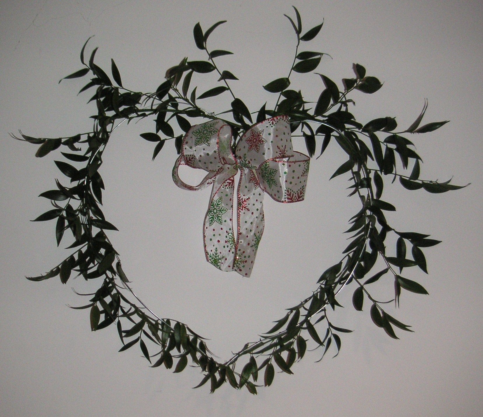 To make this Christmas heart decoration all you need is 2 stems of ...