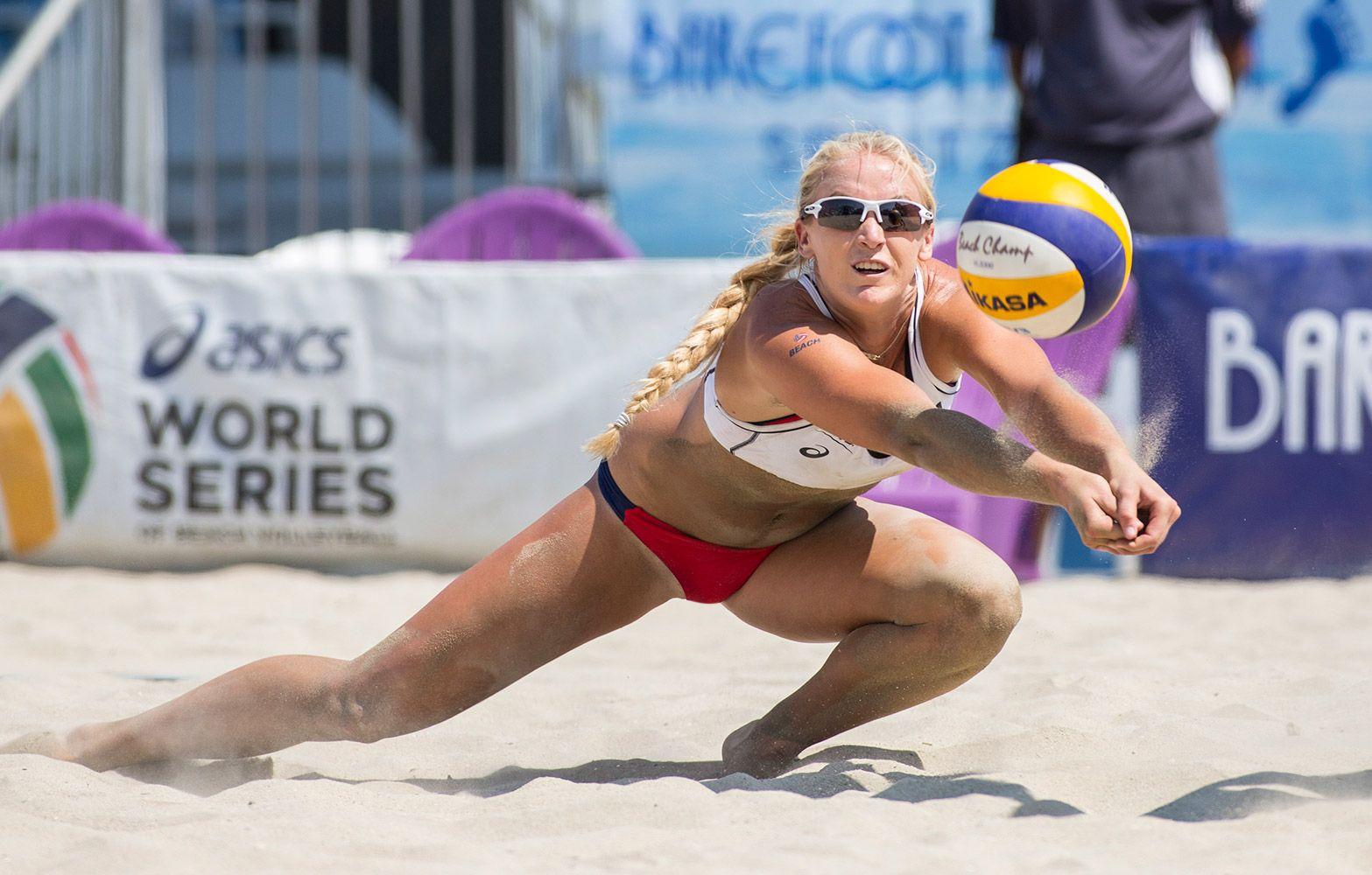 Mikasa Signs Beach Volleyball Phenom Sara Hughes Mikasa Sports Usa Beach Volleyball Volleyball Training Volleyball
