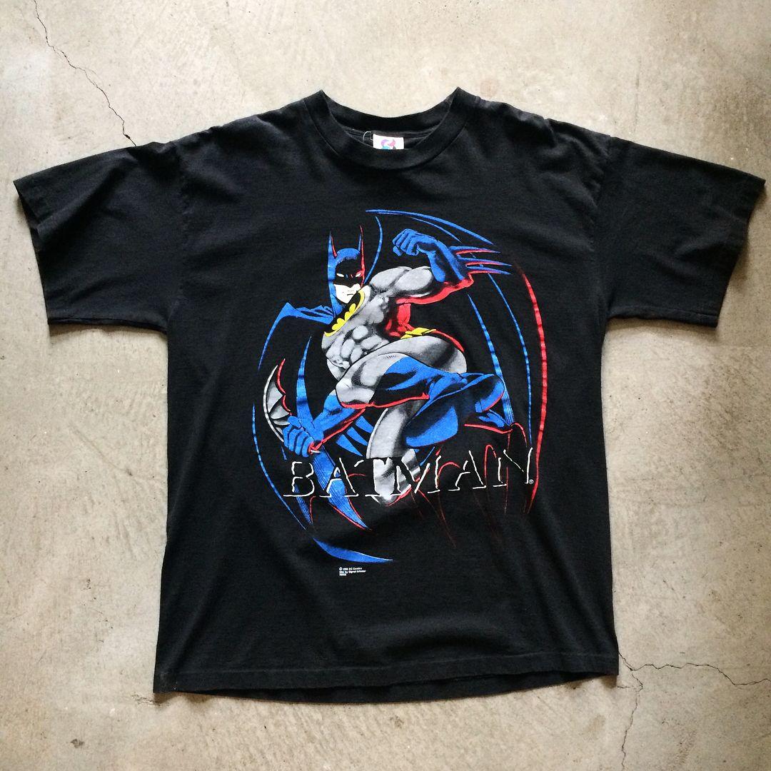 90s batman tshirt size xl measures 25 pit to pit 32