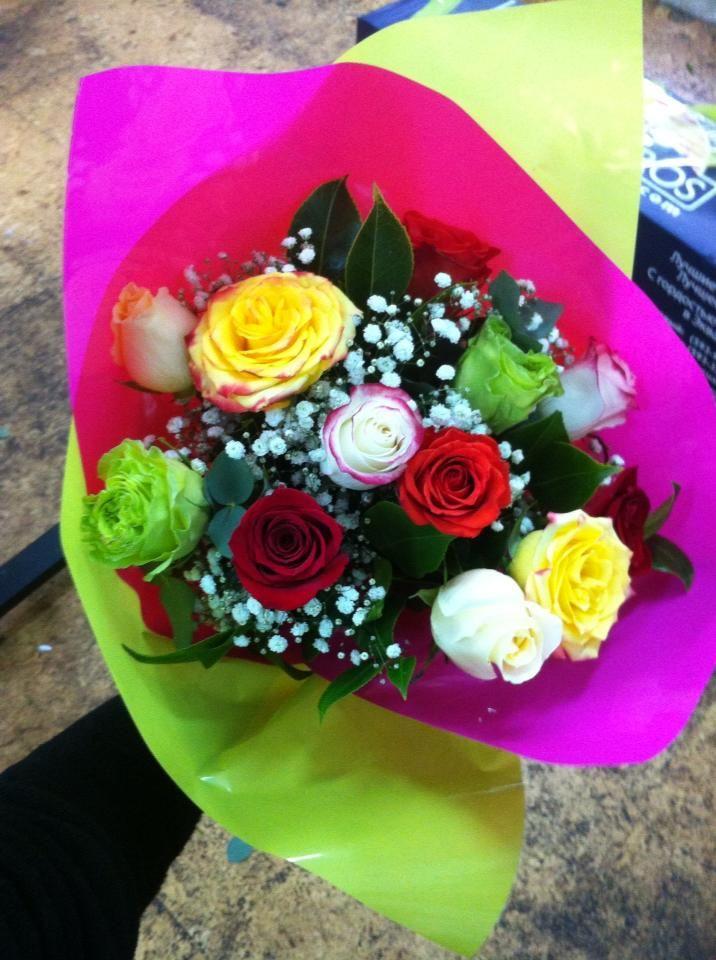 Aprovecha la oferata de nuestro ramo de rosas multicolor #regalaflores