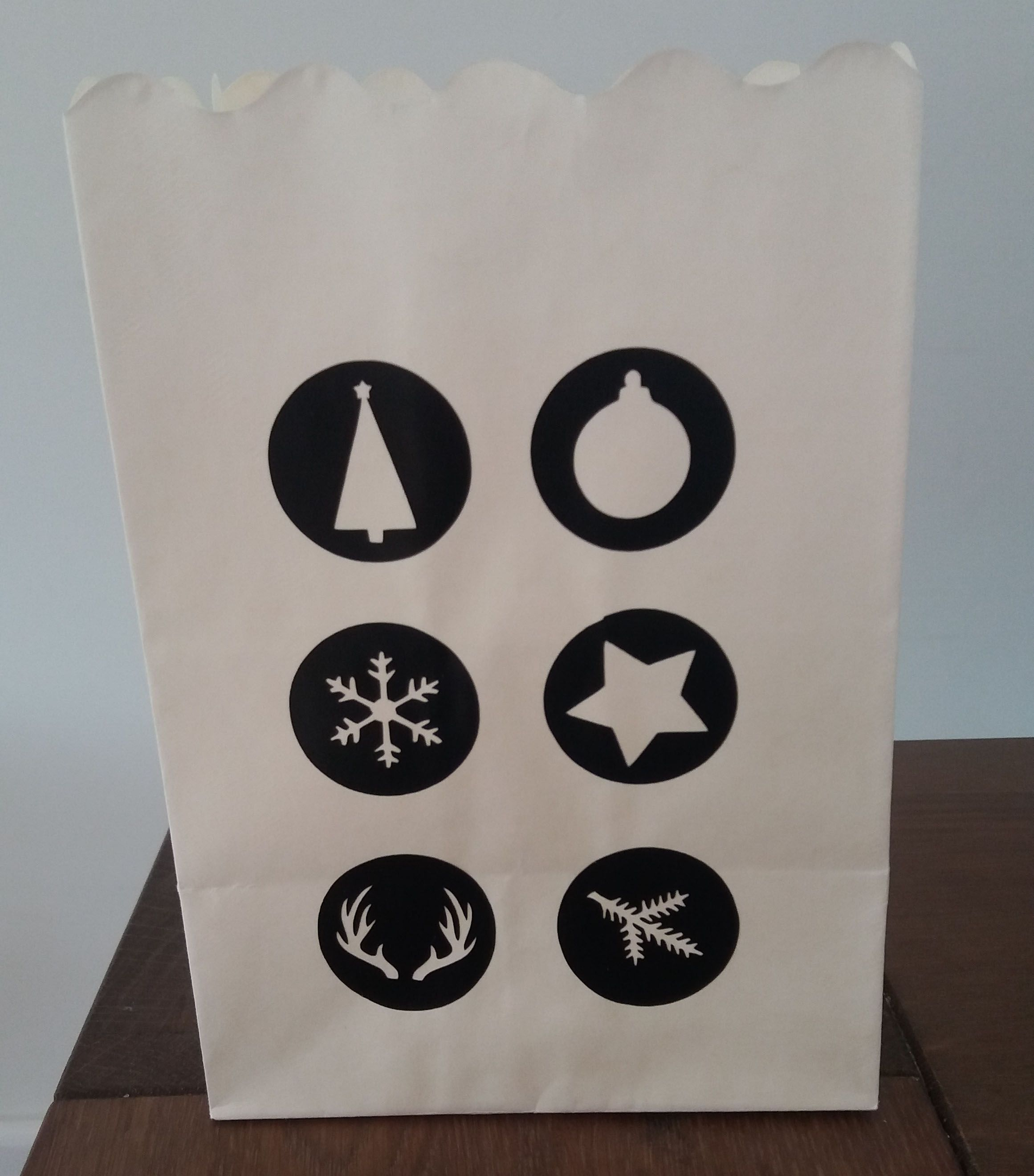 In opdracht gemaakt kerstpresentje. Deze 'lightbag' is brandwerend en geschikt om een waxinelichtje in te plaatsen (wel in een glaasje).