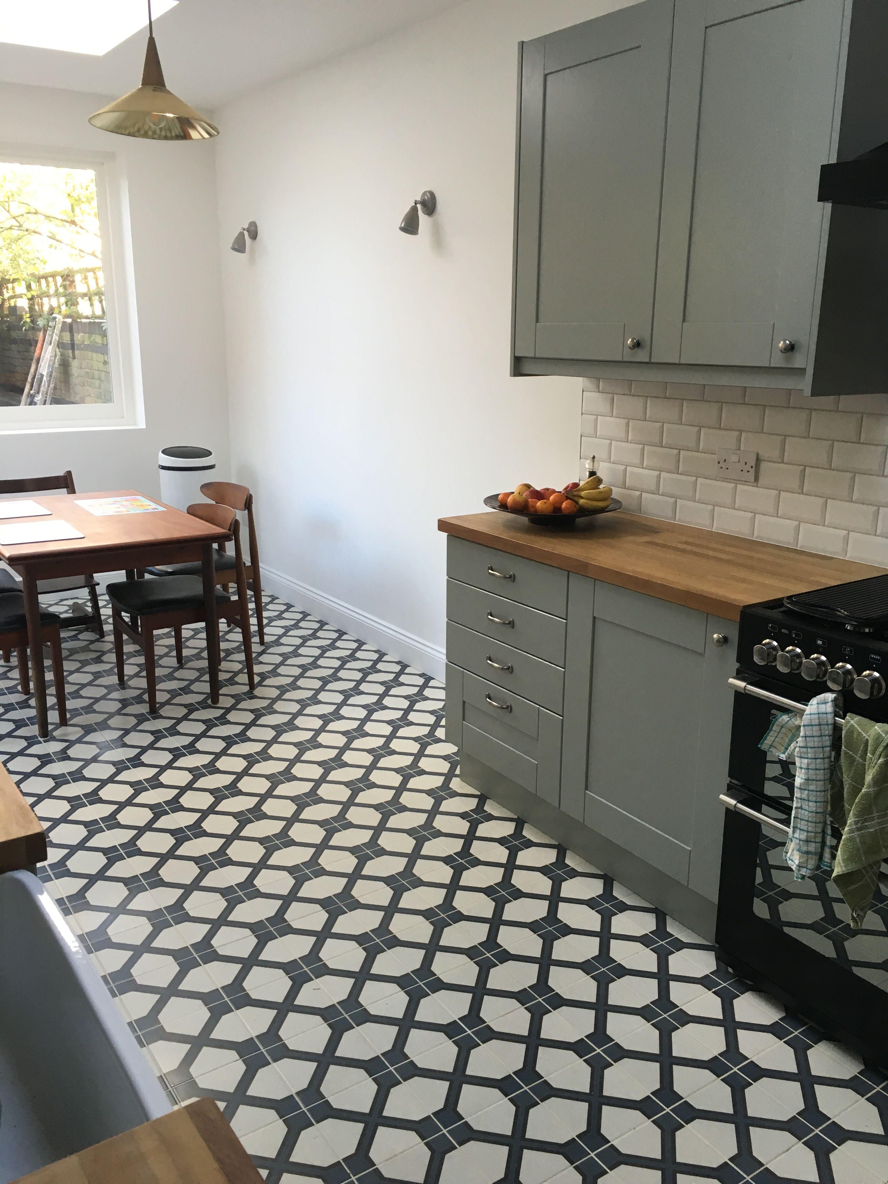 Diy Kitchens Linwood Lamproom Grey Units Fired Earth Trellis Lattice Floor Tiles Kitchen Tile Inspiration Trendy Kitchen Tile Trendy Bathroom Tiles