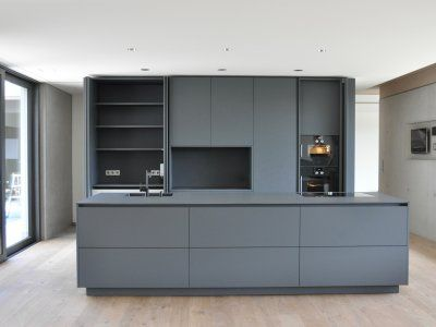 Puristische küche in grau küchen referenzen la cucina é casa küche wohnen innenarchitektur schweinfurt