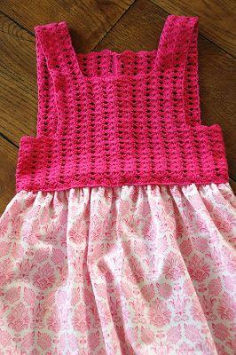 KREATIVE HENDER : Kjole med heklet topp ca.9-10 (12) år.